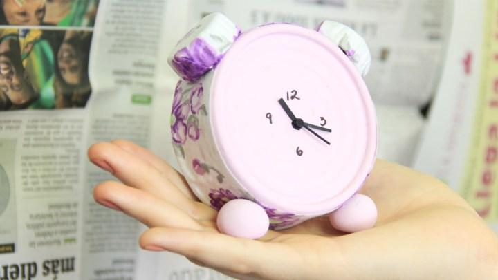 reloj hecho con latas de atun