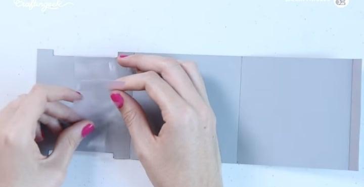 pegar plástico a la tarjeta