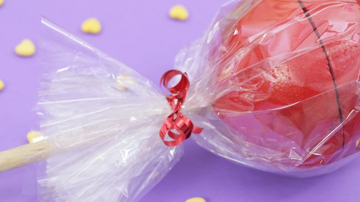 paleta-gigante-rellena-de-dulces