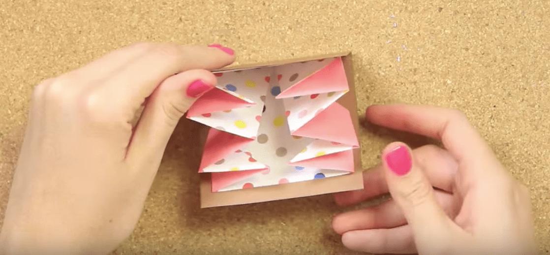 Cuenta tu historia en esta carta acordeón para tu mamá | Tell your story in this letter for your mom