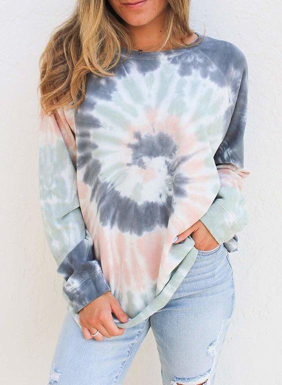 Tie dye outfits para inspirarte.