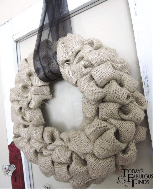 DIY-burlap-bubble-wreath