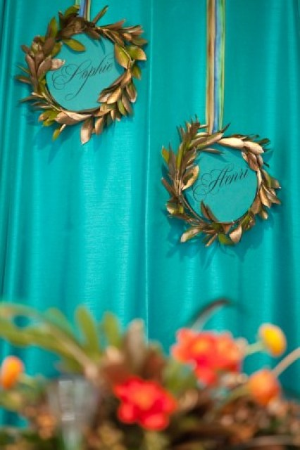 party-hanging-leaf-wreath