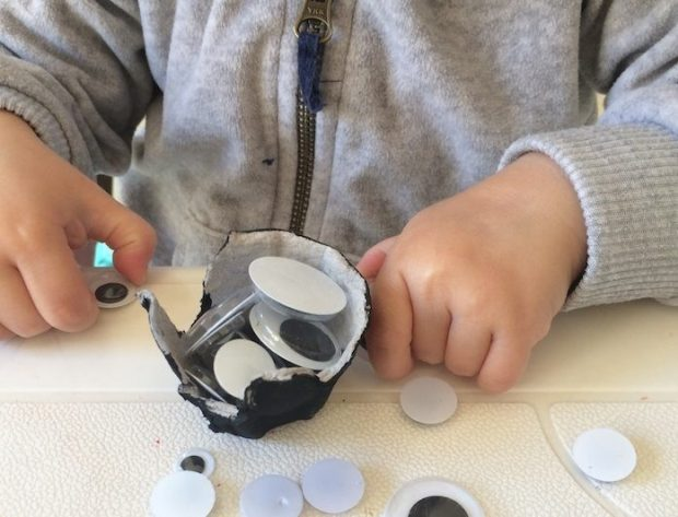 sorting-goggly-eyes-fine-motor-activity