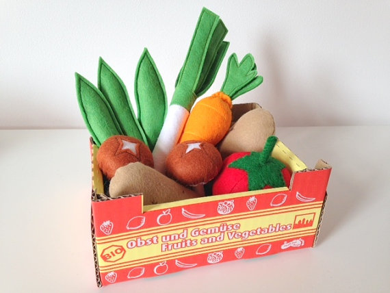 felt-vegetables-in-a-basket-pretend-play-gift