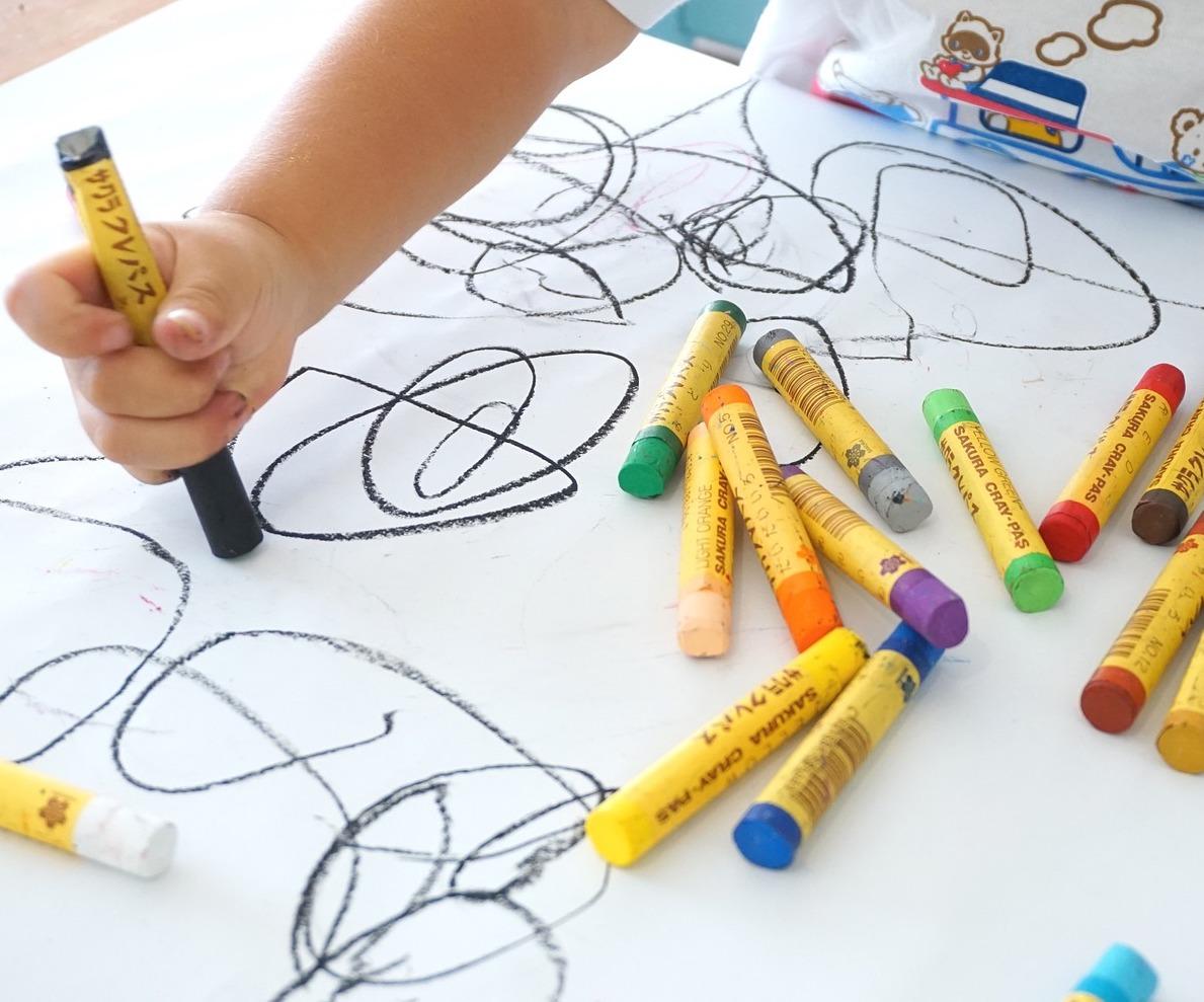 introducing-crafts-to-toddler