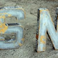 Γραμματα με εφε τσιμεντου, decoupage και χρυσο