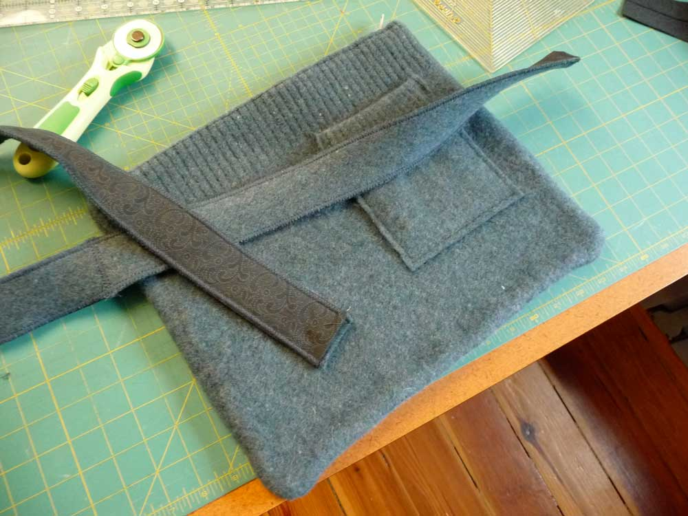 sweater-bag-making-strap