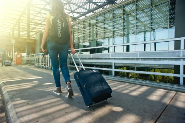 travel women walking and strolling luggage