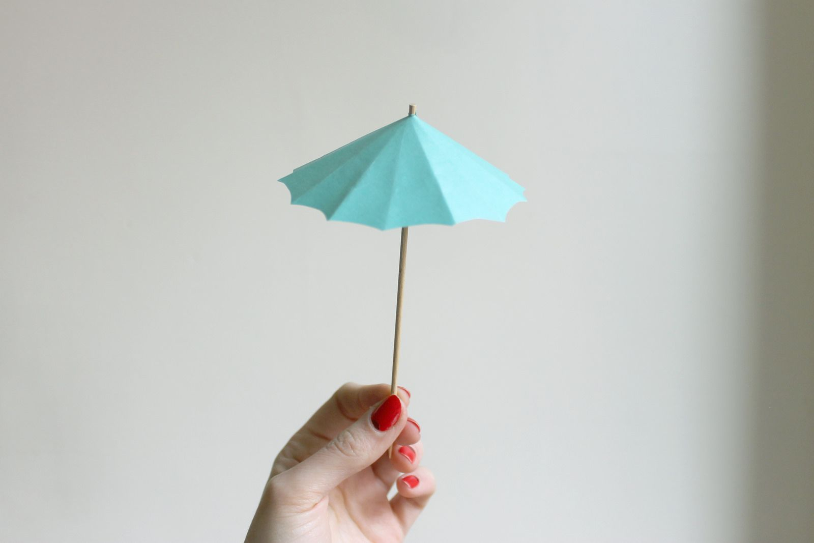 Create paper umbrella craft for party glass decor How To Make Diy Drink Umbrellas Party Craft Projects