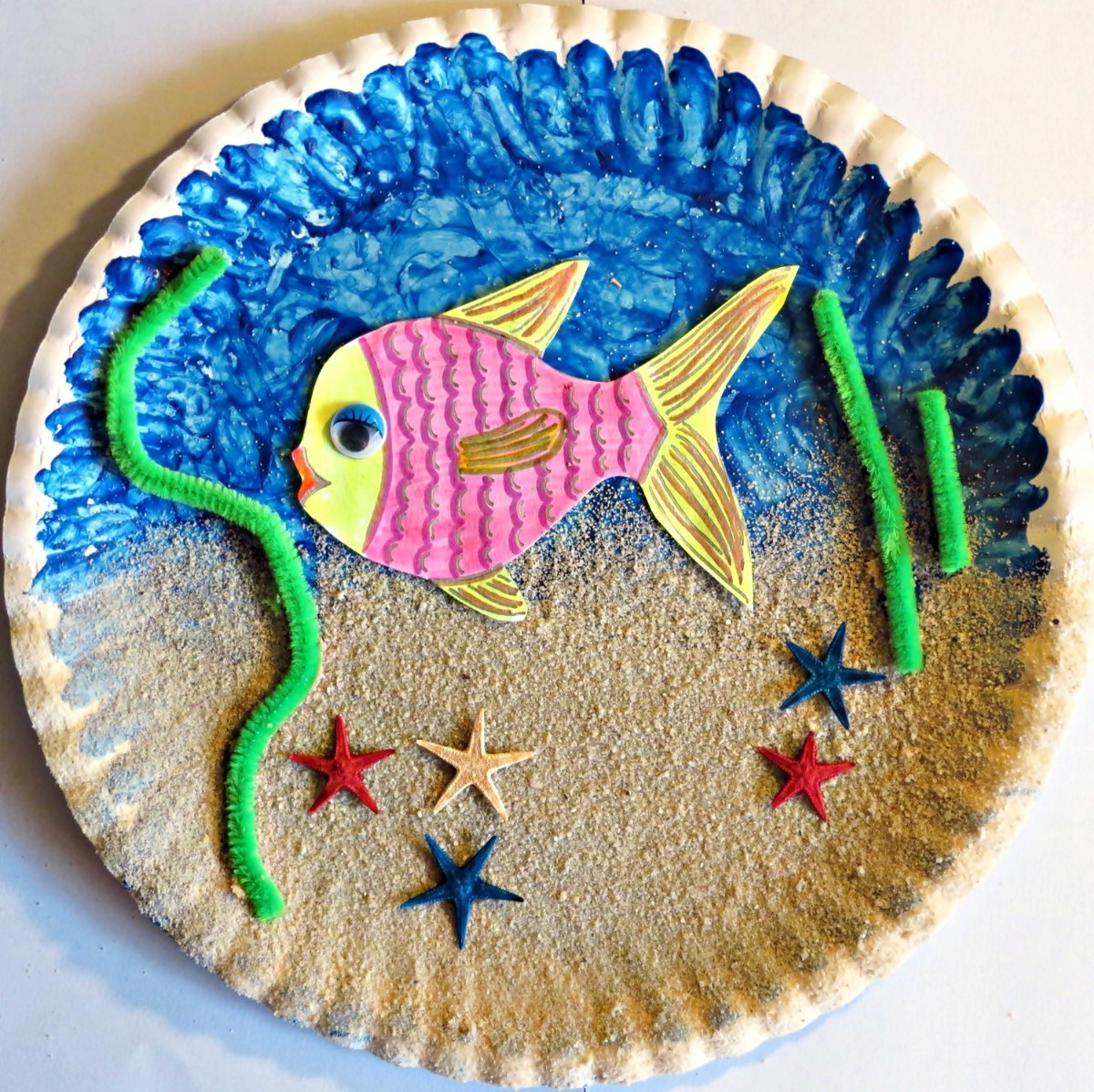 Simple Crafts Using Paper to Add New Accessory at Home Paper Plate Sea Aquarium Thriftyfun
