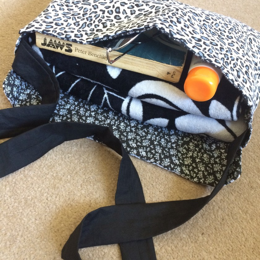Craft Room and Beyond, Mini Tote Fat Quarter Sewing Project