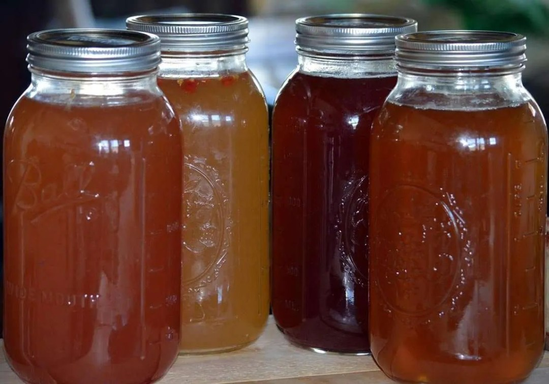 Creek Road Cultures - Kombucha flavors by the glass - Craftsbury Farmers Market