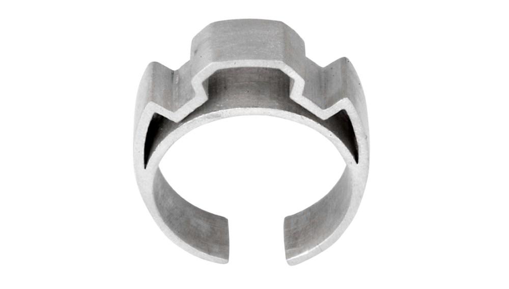 Shelanu Interlocking Stories ring in silver. Simple and geometric in design.