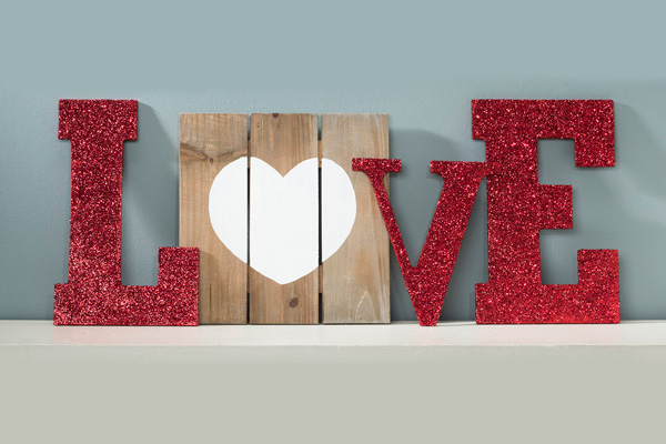 loveon edge diy monogramb love letters