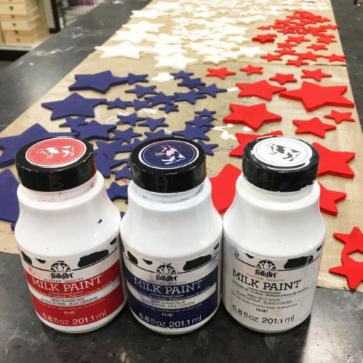 Making a patriotic sign with Milk Paint at Craft Warehouse