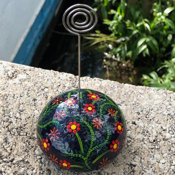round memo or desk top photo holder with flower design