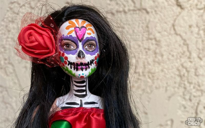 Make your own Day of the Dead Barbie! #craftychica #dayofthedeadbarbie #paintedbarbie