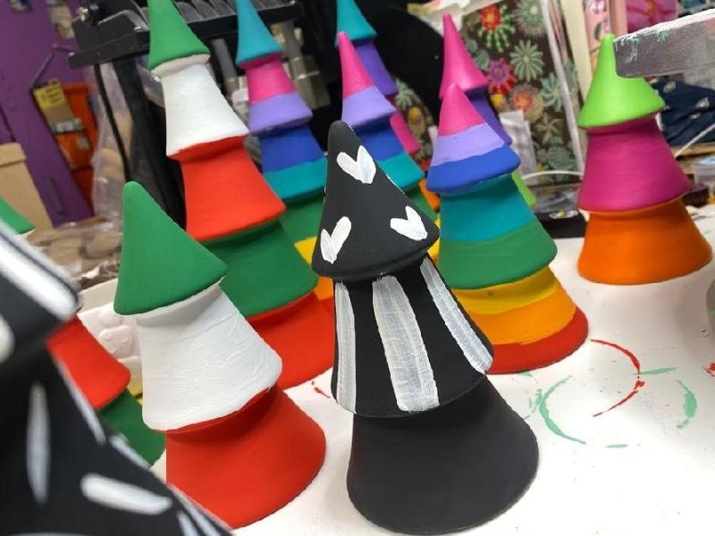 Painted holiday trees #craftychica #holidaycrafting