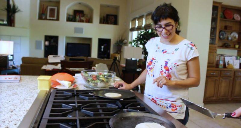 make-corn-tortillas11