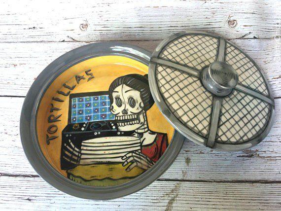muertos-tortilla-warmer