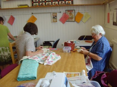 Monday quilters at Ritas 2