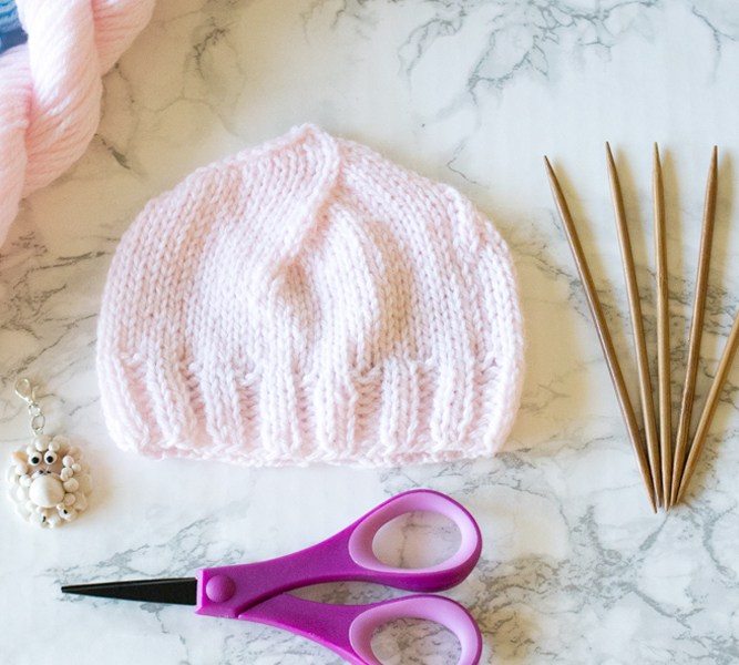FREE Basic Newborn Knitted Hat Pattern (0 to 3 months old)