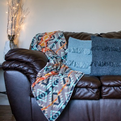 BCrochet Throw Pillow Tutorial. Bring your home decor to the next level with super trendy fringe pillows. Super easy and affordable to make.