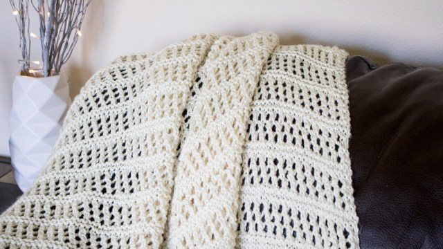 Summer Lace throw free knitting pattern. This quick throw free knitting pattern is easy to make and will make for a lovel gift too.