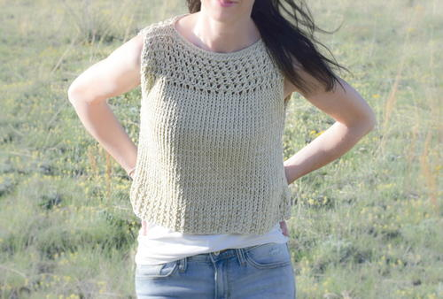 Looking for a summer knitting project? Look no further than this Summer Vacation Top!