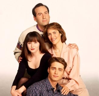 The Walsh Family: Brenda (Shannen Doherty), Jim (James Eckhouse), Cindy (Carol Potter), and Brandon (Jason Priestley)
