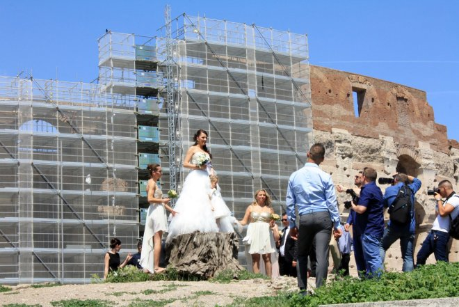 The Colosseum provided an unusual backdrop for a wedding party in Rome. Craigslegz.com