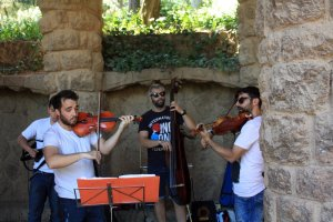 An electric string quartet plays modern tunes at Barcelona's Park Guell. Craigslegz.com