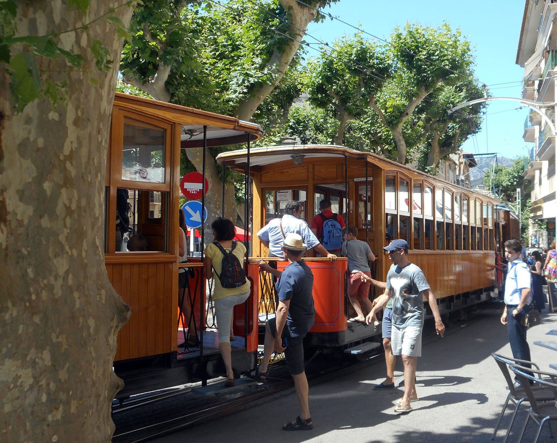 The Soller railway connects the town of Soller to Palma de Mallorca and Port de Soller. Craigslegz.com