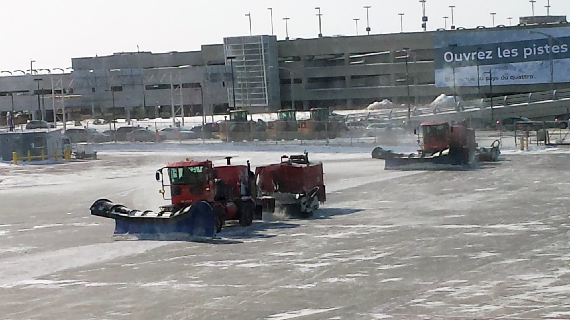 montreal-airport-snowplows
