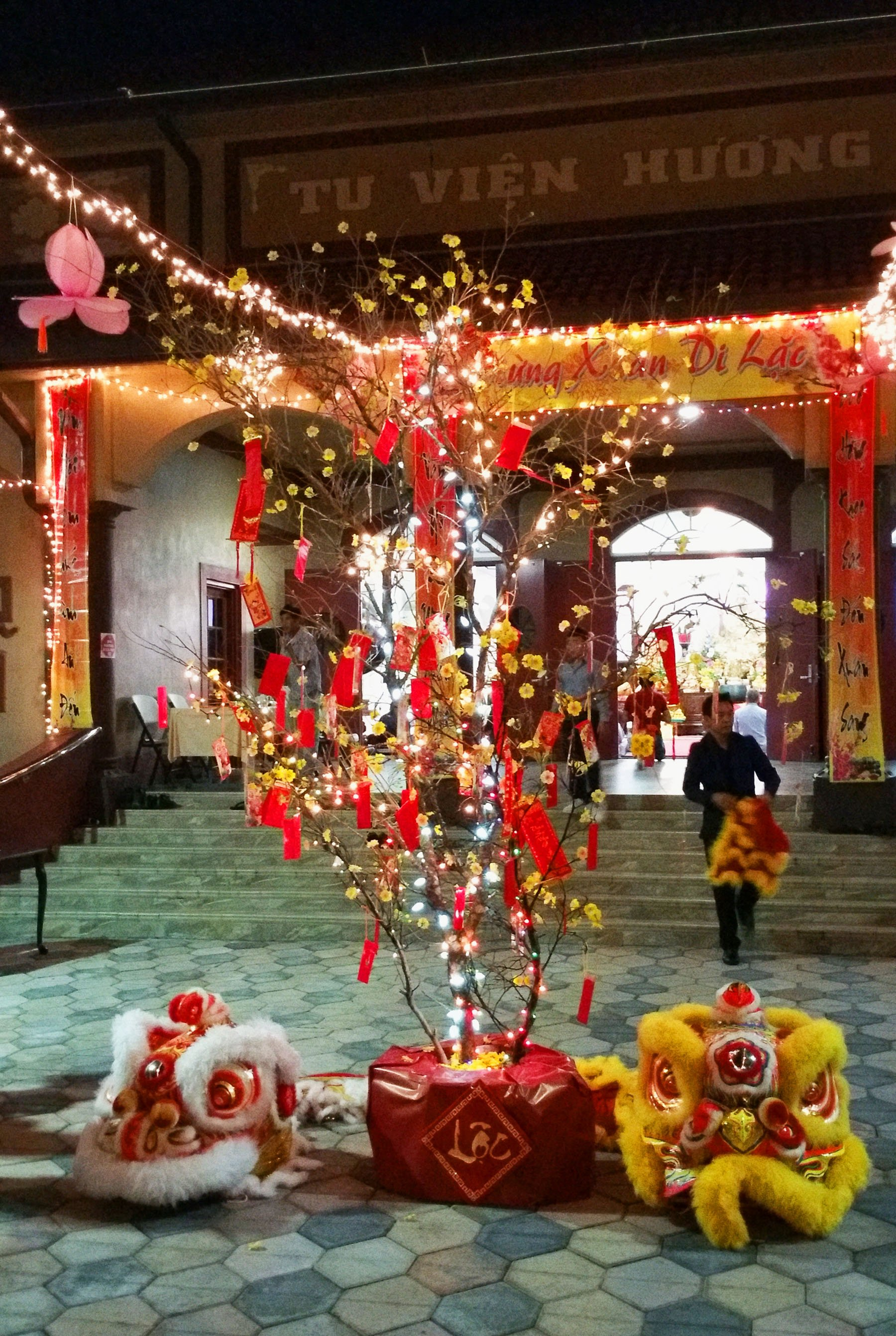 lunar-new-year-vietnamese-temple