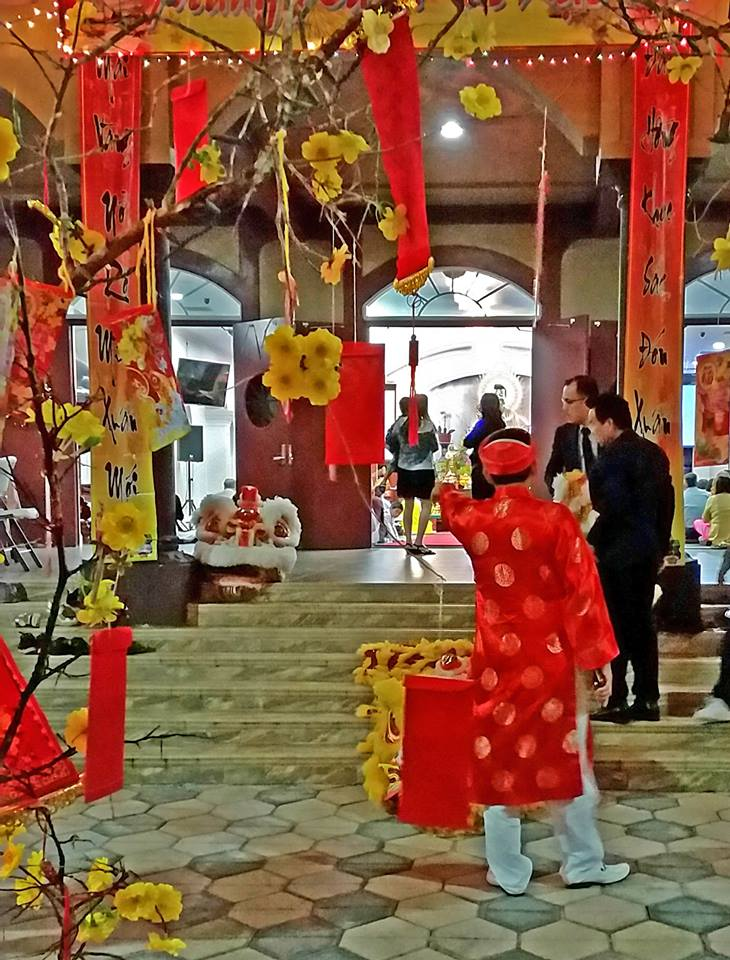 vietnamese-temple-entrance-fran