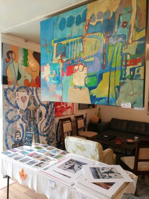 Renee Falsetto's paintings are large and colorful. Most are abstract. (Craig Davis/Craigslegztravels.com)