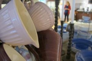 Liten vispskål från IB Laursen Tekoppar och porslin från Bruka och ljusstakar från PB Home.
