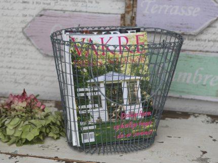 Tidningskorg eller shoppingväska i luffarslöjd.