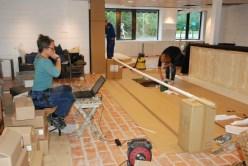 En arbetsdag i slutet på Augusti. Det målas och fejas och Catja hjälper till med alla importlistor till kassaregistret