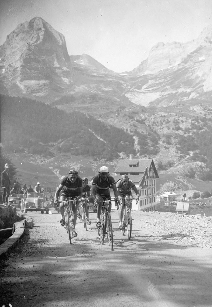 Cyclists in 1950 Tour de France