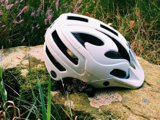 sweet protection bushwhacker mips helmet review mountainbiking