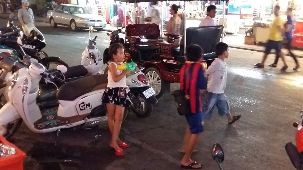 Siem Reap is the town next to Angkor Wat. Coz it is New Year Kids dressed in Barca, Bayern München and Milano shirts playing the water.