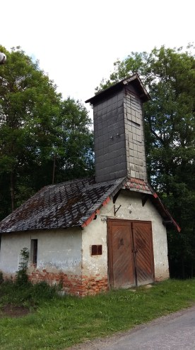 Angekommen!! Unser Hotel ist gegenüber dem alten Feuerwehrhäuschen von Herbortice. Hier bleiben wir bis Montag. Klickt hier... https://goo.gl/maps/MxLuJTfNWFK2