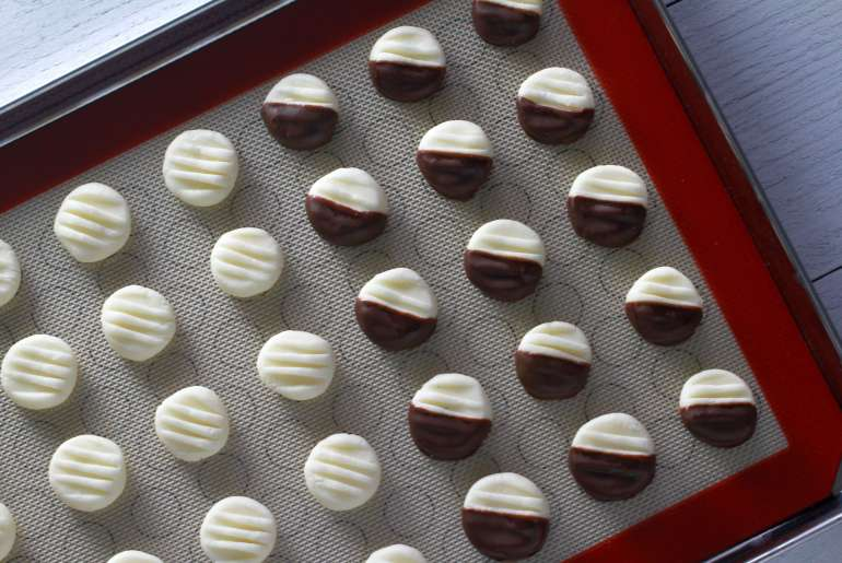 Easy homemade peppermint patties