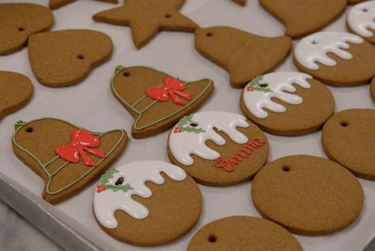 Queen Elizabeth's pastry chefs share her favorite gingerbread biscuit recipe