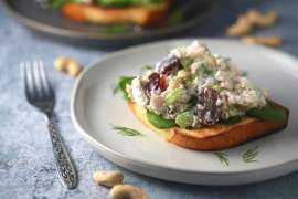 The best chicken salad with grapes and cashews_2