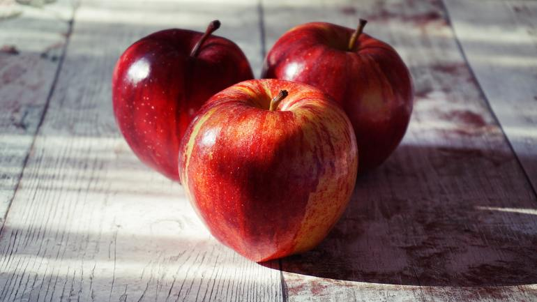 What produce is in season in September?_apples