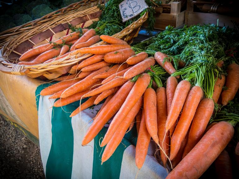 What produce is in season in September?_carrots